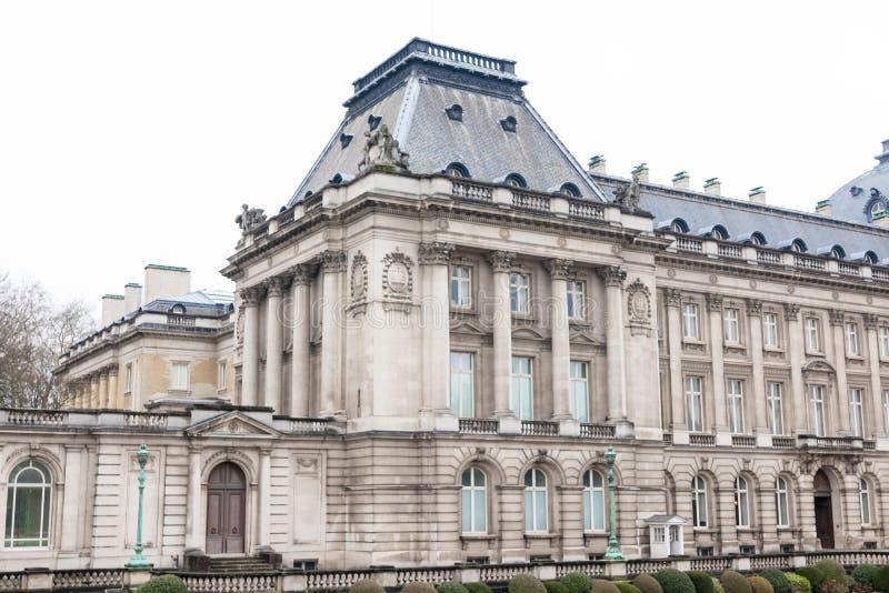 Bryssel/Belgium-01 02 19: Kunglig slott i Bryssel på en regnig dag royaltyfri foto