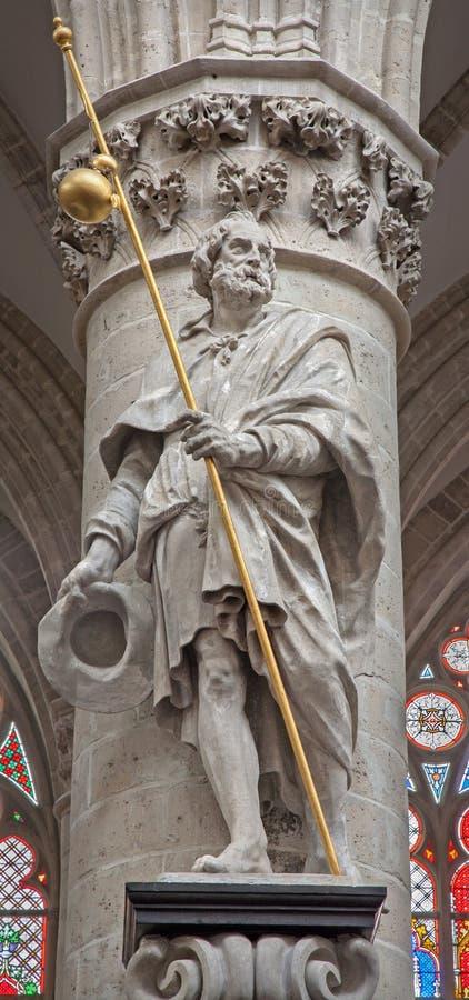 Bryssel - staty av St. Jacob aposteln vid Lucas e Faid Herbe (1644) i barock stil från den gotiska domkyrkan av St Michael fotografering för bildbyråer