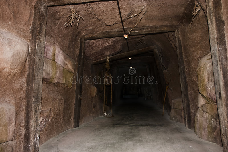 bryta tunnelen royaltyfri fotografi