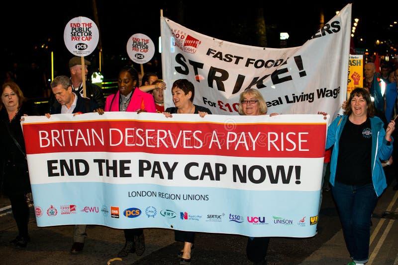Brytania Zasługuje wynagrodzenie wzrost - Kończy nakrętka marsz protestacyjny Teraz zdjęcie stock
