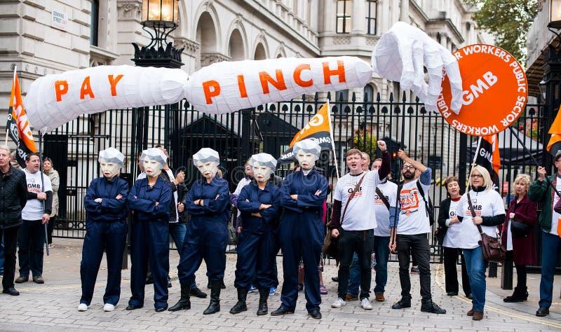 Brytania Zasługuje wynagrodzenie wzrost - Kończy nakrętka marsz protestacyjny Teraz obrazy royalty free