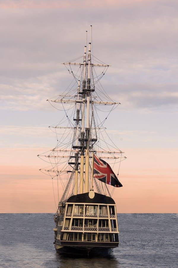 brytyjczycy bandery statku żeglując obraz royalty free