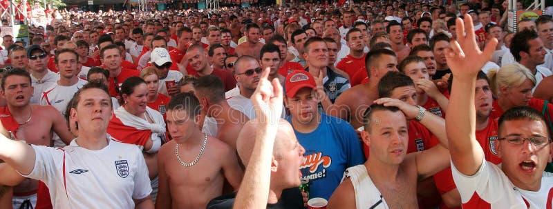 Brytyjscy zwolennicy reagują podczas gdy oglądający światowych piłka nożna meczów finałowych szerokiego szczegół zdjęcia stock