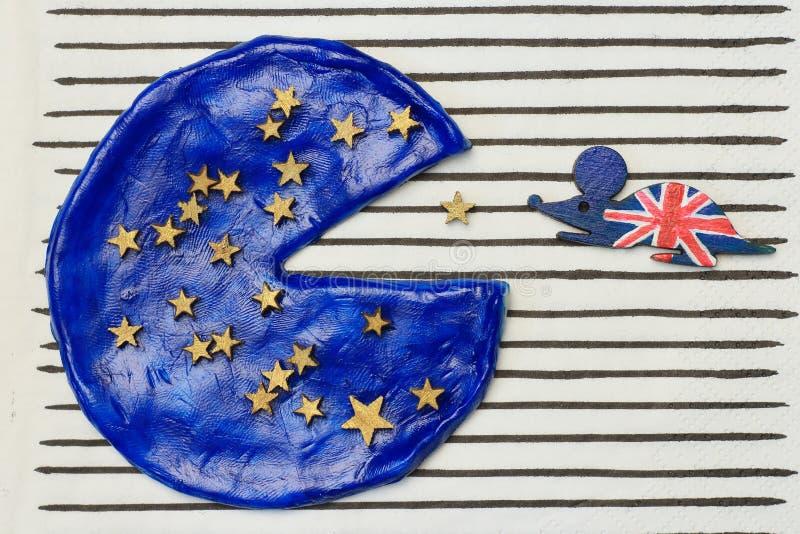Brytyjska mysz jadł kawałek Europejska pizza fotografia royalty free