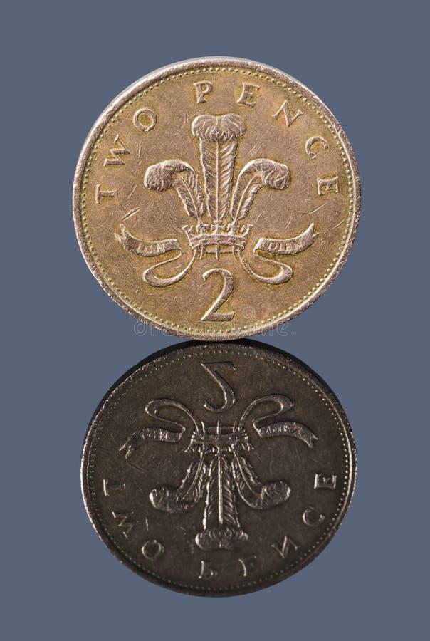 Brytyjski dwa pens na ciemnym tle zdjęcie stock