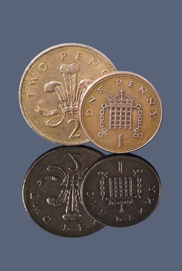 Brytyjski jeden dwa pens na ciemnym tle i cent fotografia royalty free