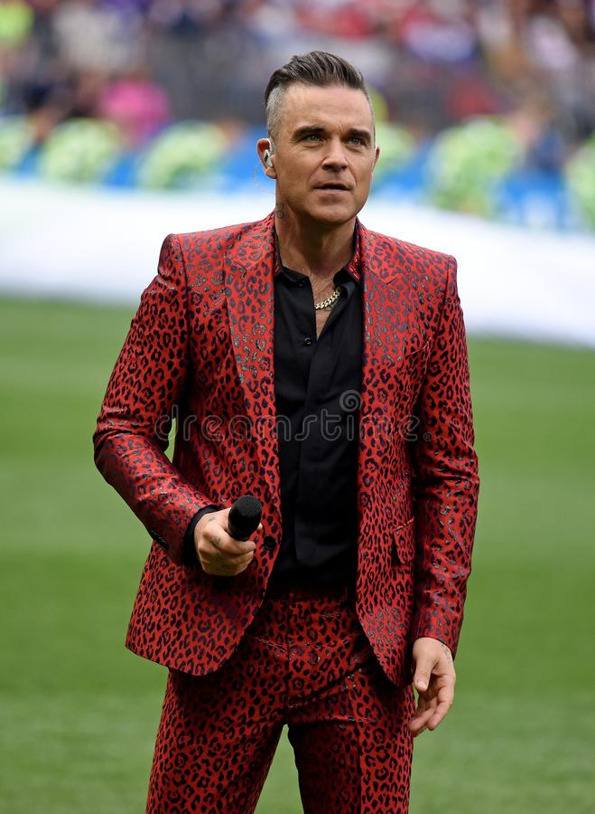 Brytyjski piosenkarza Robbie Williams spełnianie przy otwarcia ceremon obrazy royalty free
