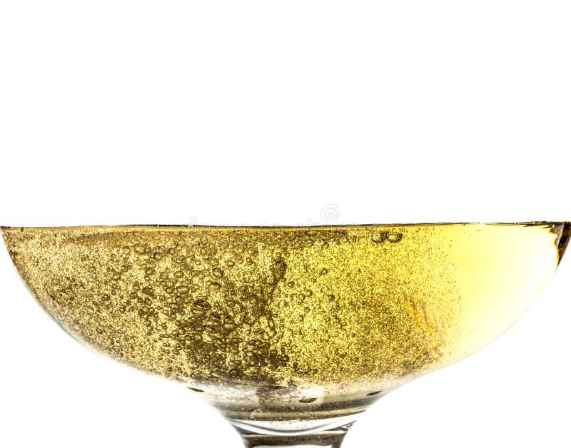 Bryzga białego wino w szkle z bąblami w górę makro- tekstury odizolowywającej na wierzchołku na białym tle obrazy stock
