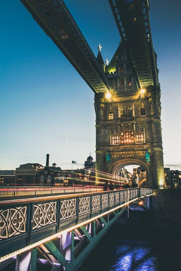 Brzęczeć Przez wierza most zdjęcia stock