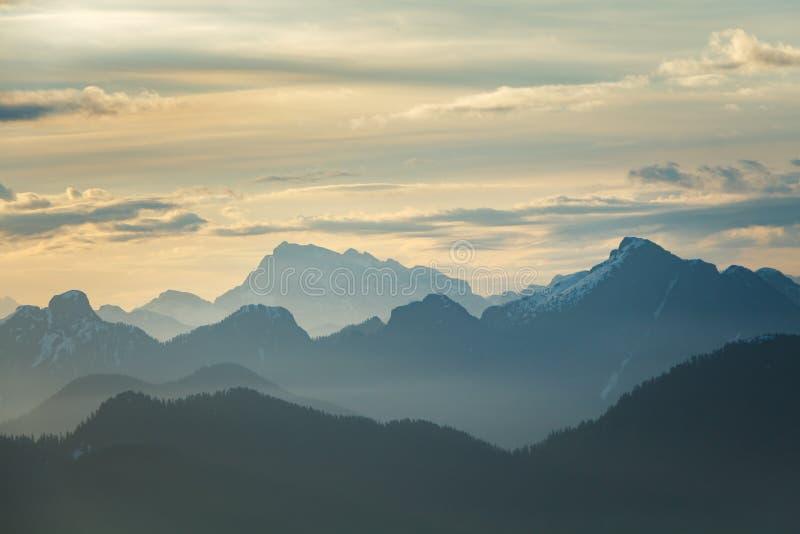 Brzask Nad górami obrazy royalty free