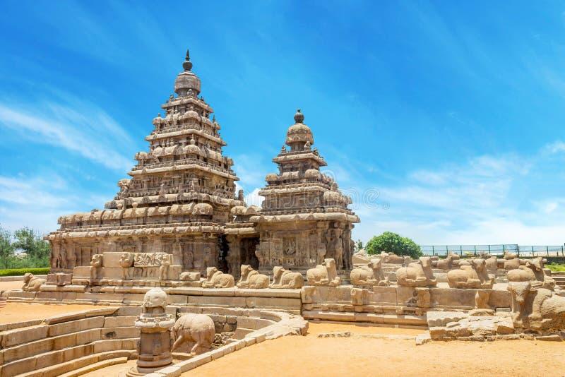 Brzeg świątynia popularny turystyczny miejsce przeznaczenia i UNESCO światowe dziedzictwo przy Mahabalipuram, tamil nadu, India fotografia royalty free