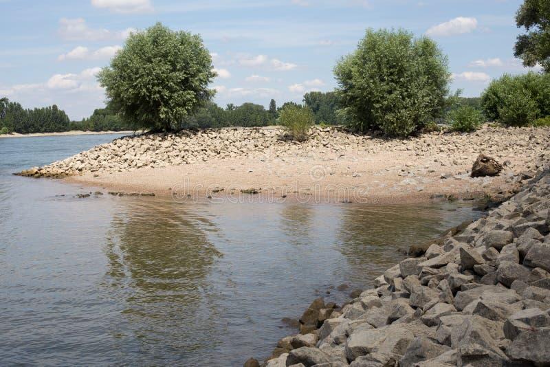 Download Brzeg Rhine (Rhein) zdjęcie stock. Obraz złożonej z skały - 57671084