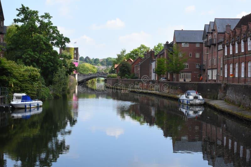 Brzeg rzeki blisko Fye mosta, Rzeczny Wensum, Norwich, Anglia obraz stock