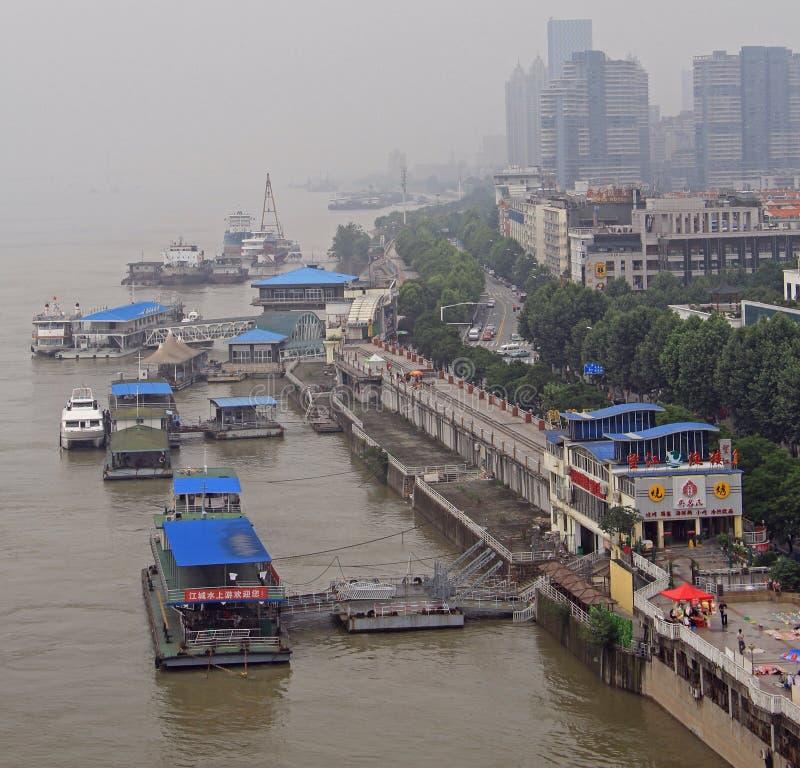 Brzeg rzeki Yangtze w Wuhan mieście, Chiny obraz stock