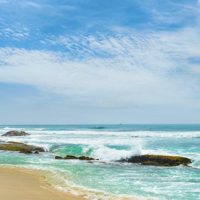 Download Brzegowy ocean zdjęcie stock. Obraz złożonej z błękitny - 28973276