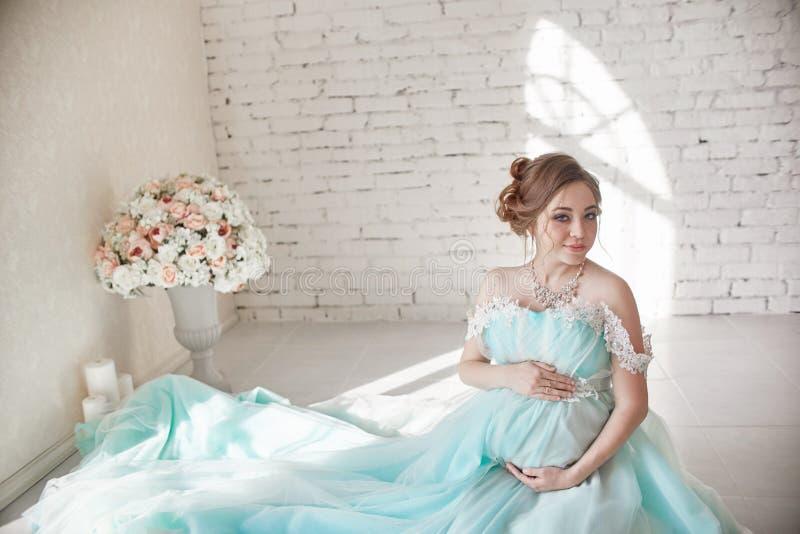Brzemienność, kobieta w ciąży, planowanie rodziny, caesarean sekci dostawa, czeka dostawę Depresja i witaminy dla zdrowego zdjęcia stock