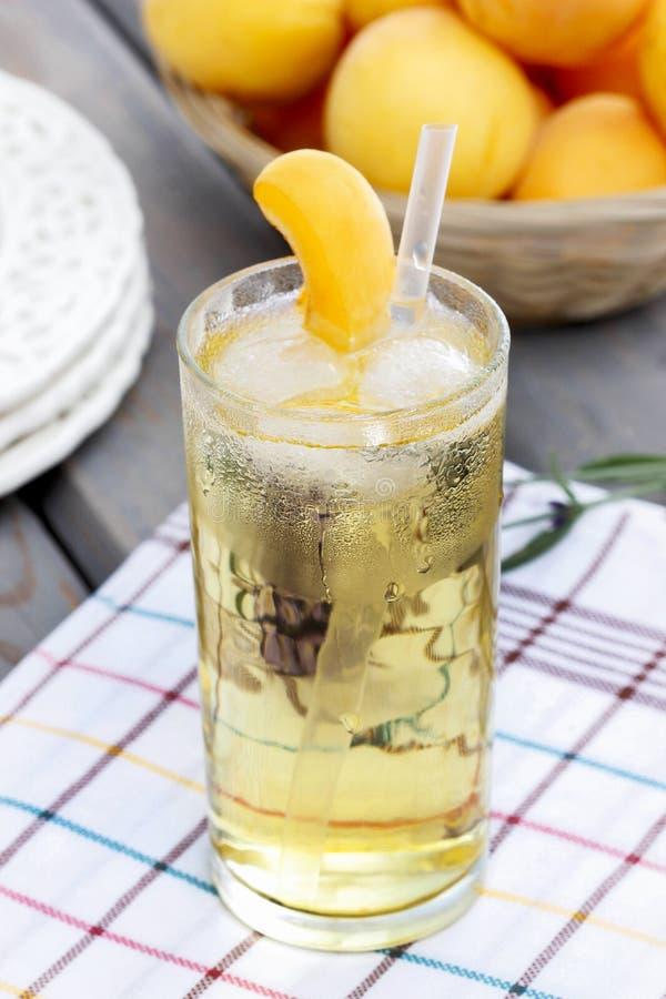 Brzoskwini lodowa herbata zdjęcia royalty free