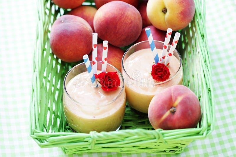 Brzoskwini smoothie zdjęcie royalty free