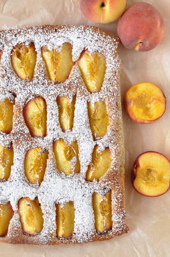 Brzoskwinia migdału tort obraz stock