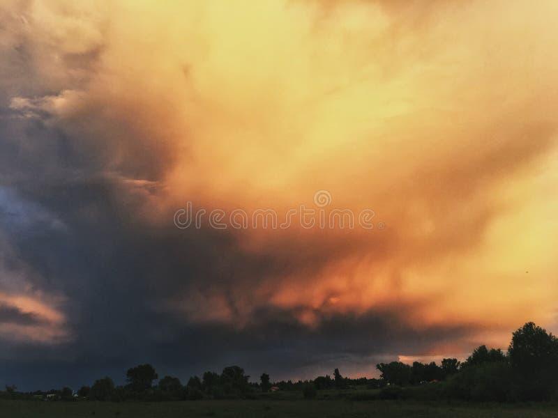 Brzoskwiniowe chmury obrazy royalty free