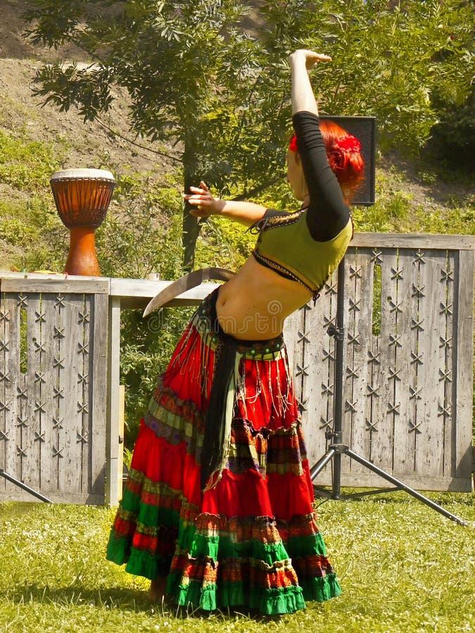 Brzucha tancerza dziewczyna zdjęcie royalty free