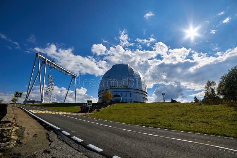 BTAEN Optiskt teleskop för stort Altazimuth teleskop på den speciala Astrophysical observatoriet royaltyfria bilder