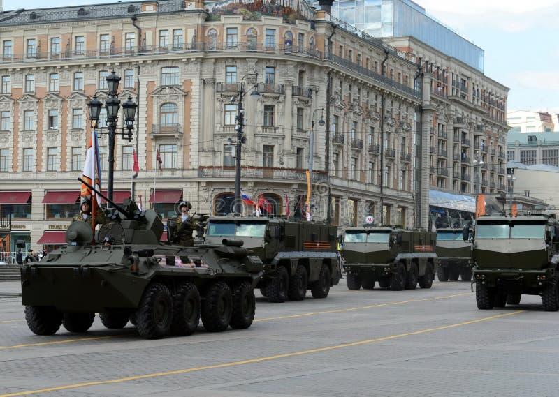BTR-82是8x8被转动的两栖装甲运兵车和矿抗性埋伏被保护的装甲车台风 库存照片