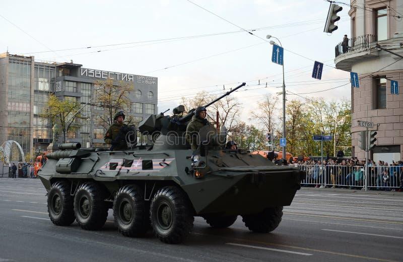 BTR-82是8x8被转动的两栖装甲运兵车(APC) 免版税库存图片