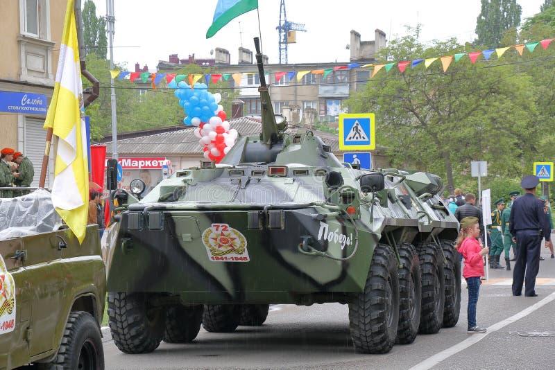 BTR-80 a roulé le véhicule blindé de transport de troupes amphibie conçu en URSS photos stock