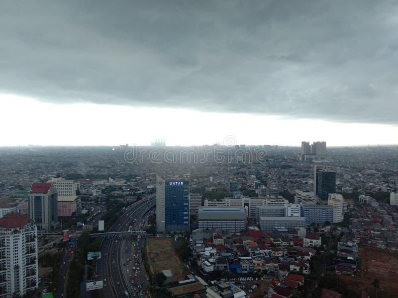 BTS prima della pioggia dal 31° piano fotografia stock