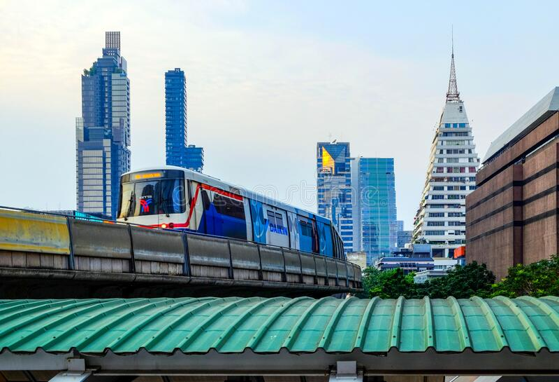 BTS SkyTrain su Bangkok, Thailandia fotografie stock libere da diritti