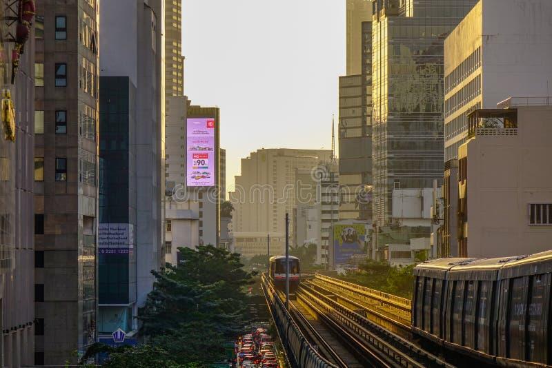 BTSzug auf dem Schienenstrang lizenzfreies stockfoto