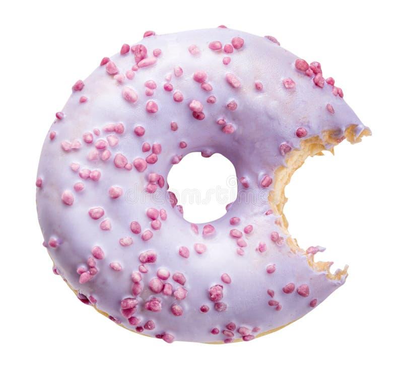 Buñuelo dulce púrpura aislado con la trayectoria de recortes fotografía de archivo libre de regalías