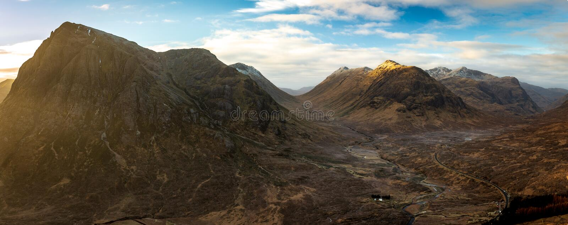 Buachaille Etive平均观测距离&幽谷柯伊,苏格兰英国全景山景  免版税库存图片