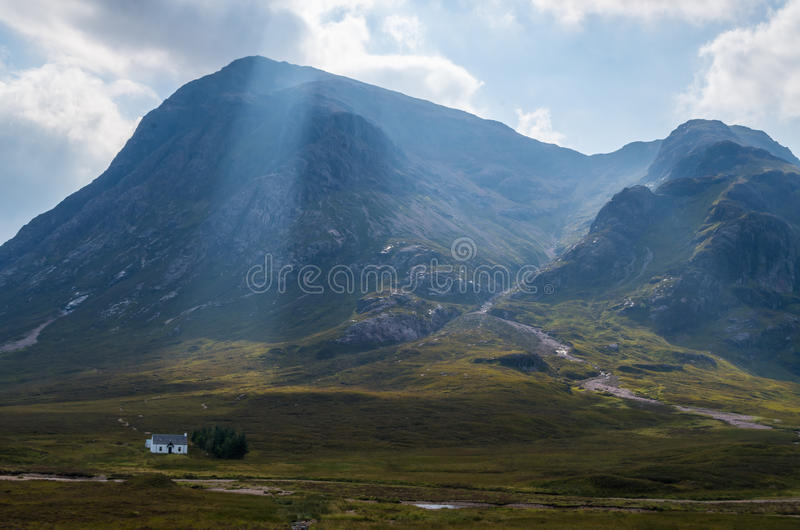 Buachaille Etive Mor Stob dearg in Glen Coe-vallei, Schotland stock afbeelding