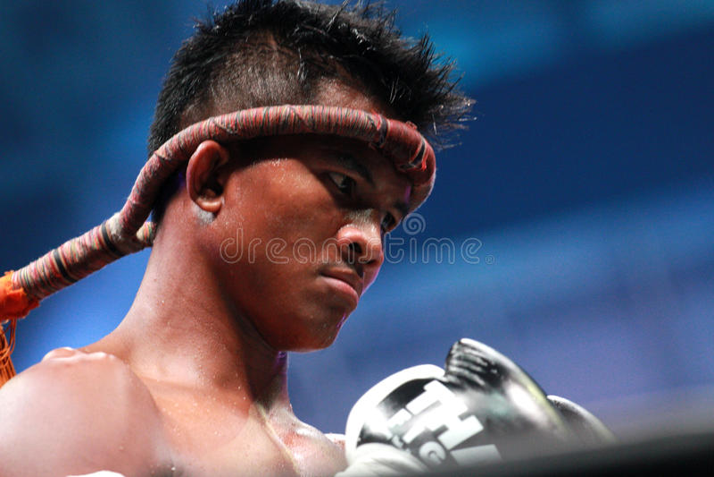 Download Buakaw Por.Pramuk editorial stock image. Image of knee - 27341214
