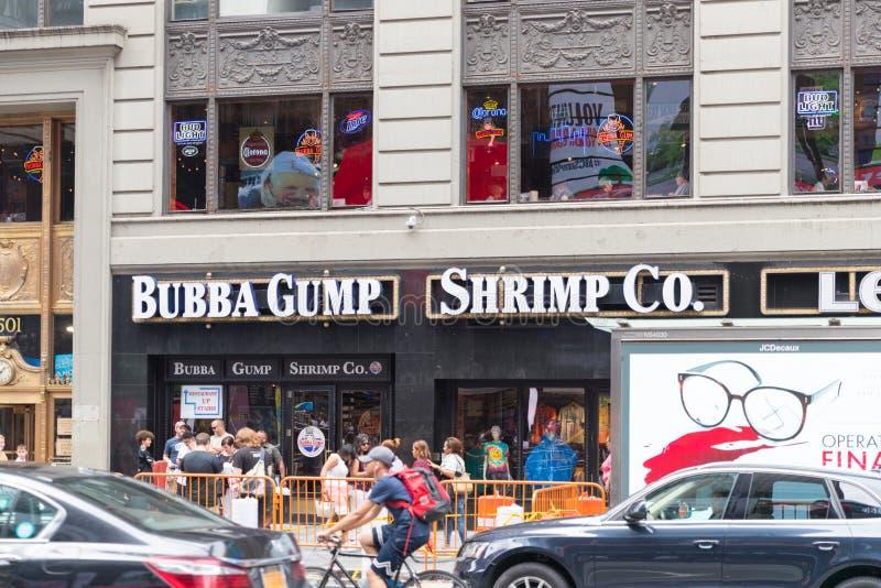 Bubba Gump Shrimp Co är envänskapsmatch kedja för skaldjur arkivbild