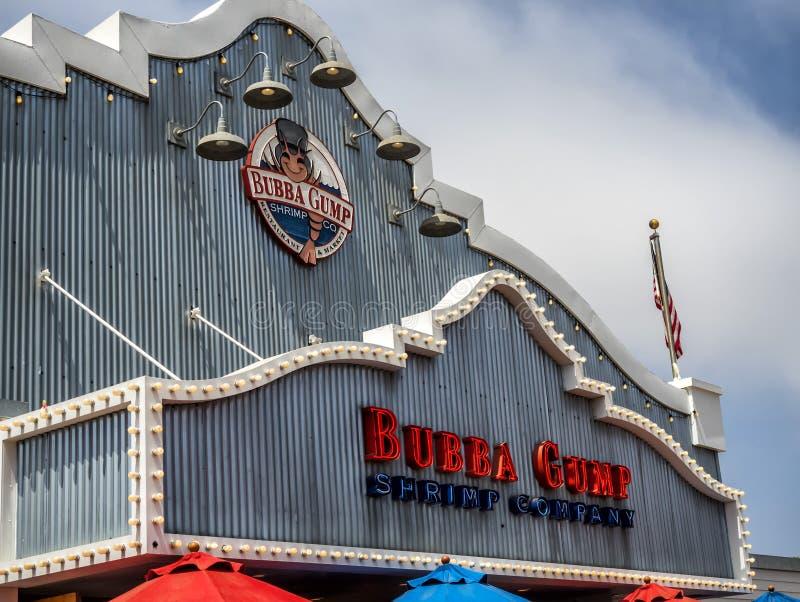 Bubba Gump Shrimp Company Shop op Santa Monica Pier op 12 Augustus, 2017 - Santa Monica, Los Angeles, La, Californië, CA royalty-vrije stock afbeelding