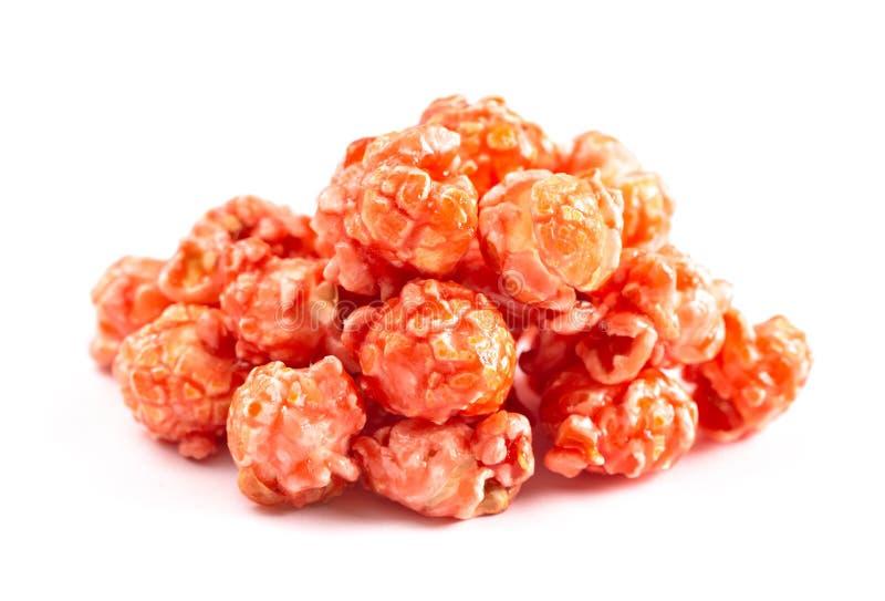 Bubblegum rose a assaisonné le maïs éclaté a isolé sur un fond blanc images stock