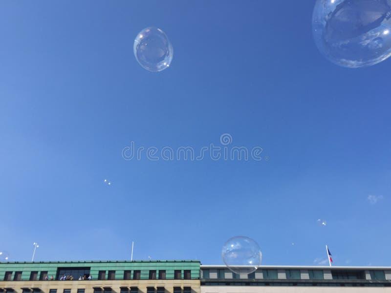 Download Bubbles skyen arkivfoto. Bild av slår, tvål, utomhus - 78730270