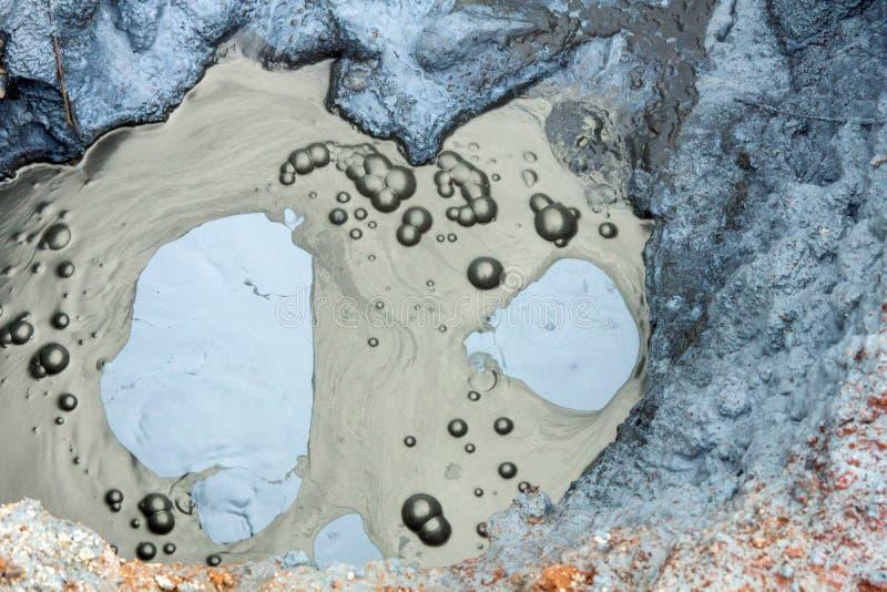 Bubbling hotpool in ijsland royalty-vrije stock afbeelding