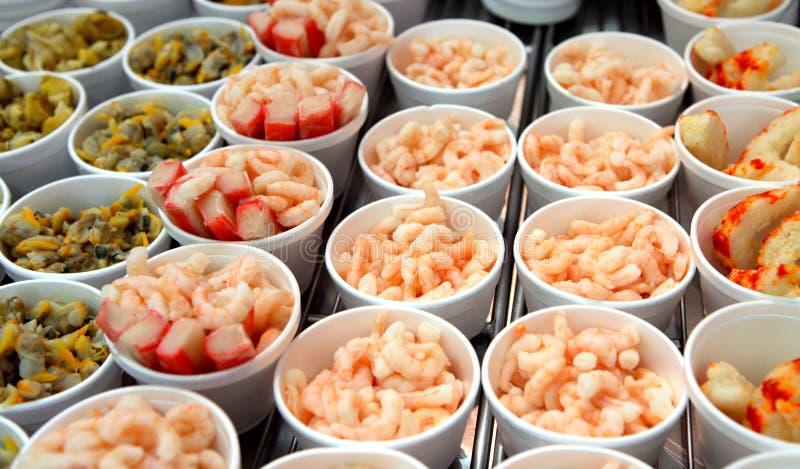 Bucárdias, camarões e crabsticks foto de stock