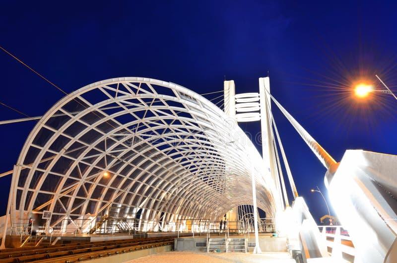 Bucarest par nuit - architecture légère images libres de droits