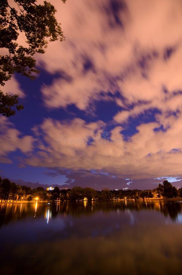 Bucarest - parque y lago de Tineretului foto de archivo libre de regalías