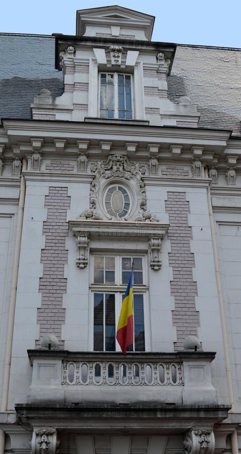 Bucarest, Roumanie : balcon avec le drapeau roumain photographie stock