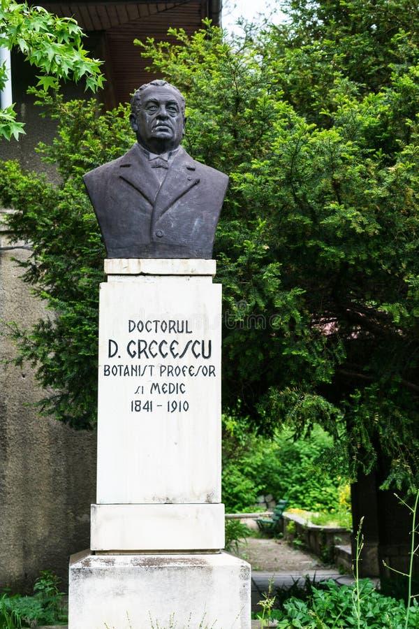 Bucarest, Roumanie - 4 mai 2019 : Statue de buste de docteur Greecescu située dans le jardin botanique à Bucarest photos stock