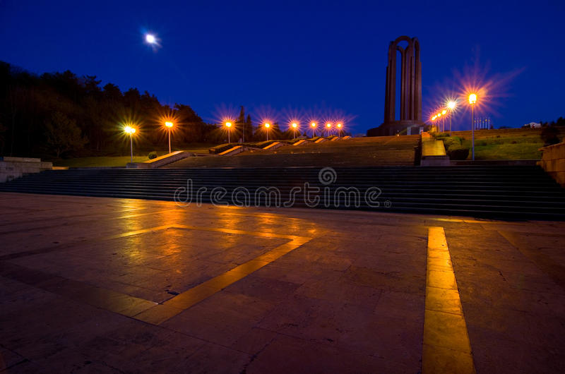 Bucareste na noite - Carol Park foto de stock royalty free