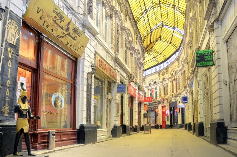 Bucareste - o vidro cobriu a rua foto de stock