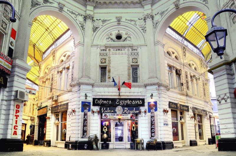 Bucareste - o vidro cobriu a rua foto de stock royalty free