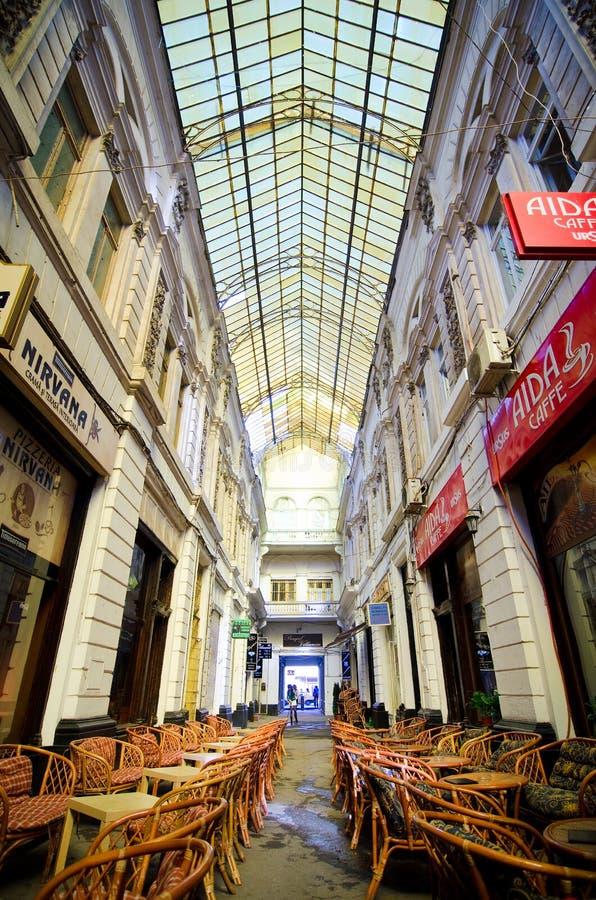 Bucareste - o vidro de Macca-Vilacrosse cobriu a rua fotos de stock royalty free
